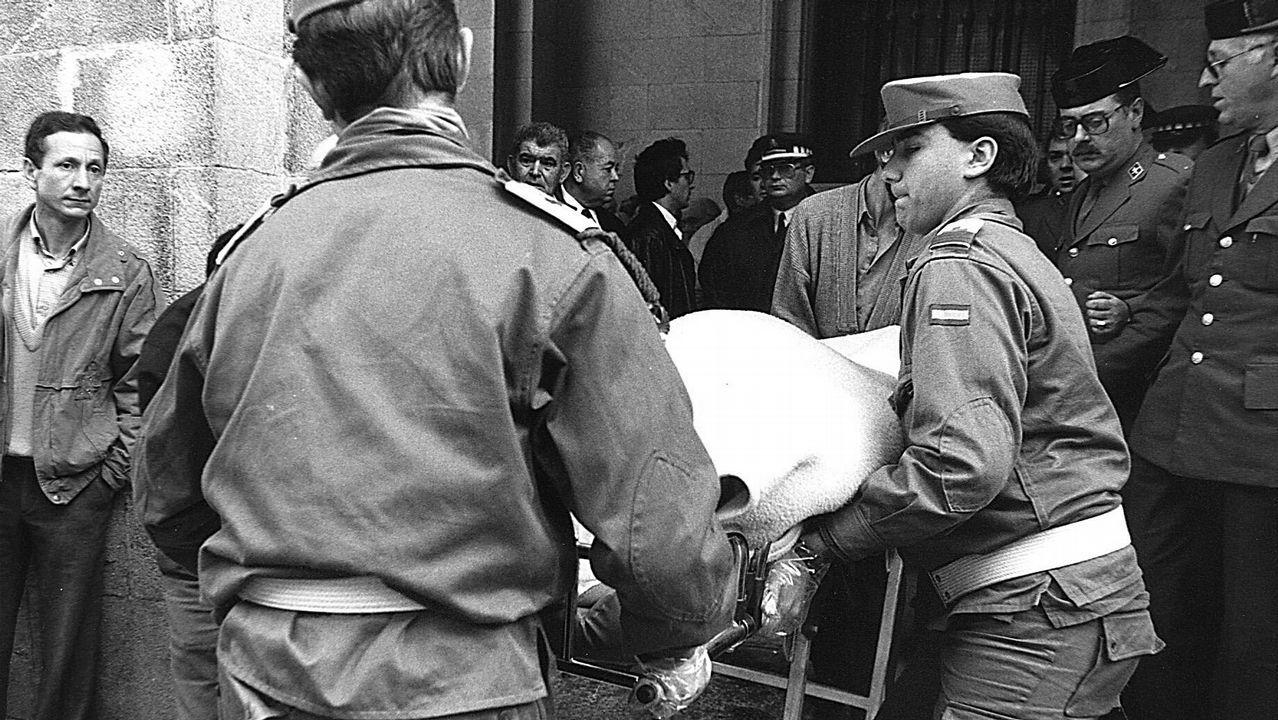 La presentación de la nueva oficina principal de Abanca, en imágenes.Traslado del cadáver de uno de los dos guardias civiles asesinados a tiros en el Banco de España en Santiago el 10 de marzo de 1989