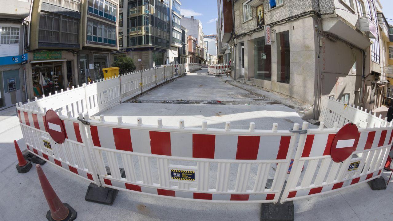 Calle de Malpica con obras paradas estos días, que podrán reanudarse