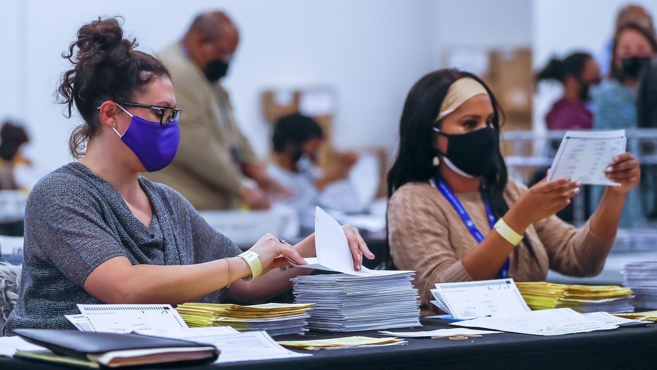 El departamento electoral del condado de Fulton en Atlanta (Georgia) acumulaba este jueves miles de votos por correo