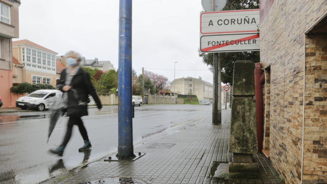 cine.Un mojón en una acera de Fonteculler marca los límites entre los ayuntamientos de A Coruña y Culleredo
