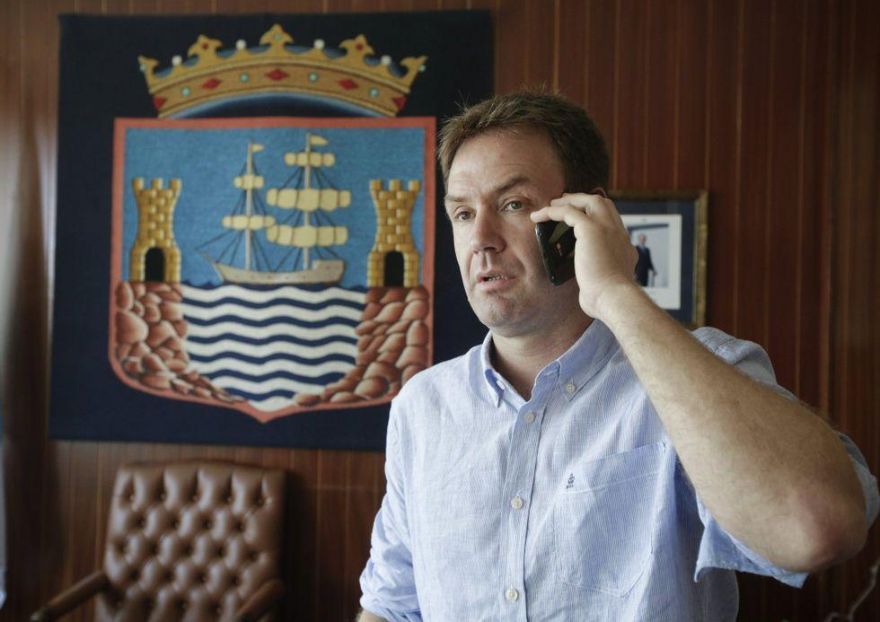 El alcalde de Sada, en su despacho.