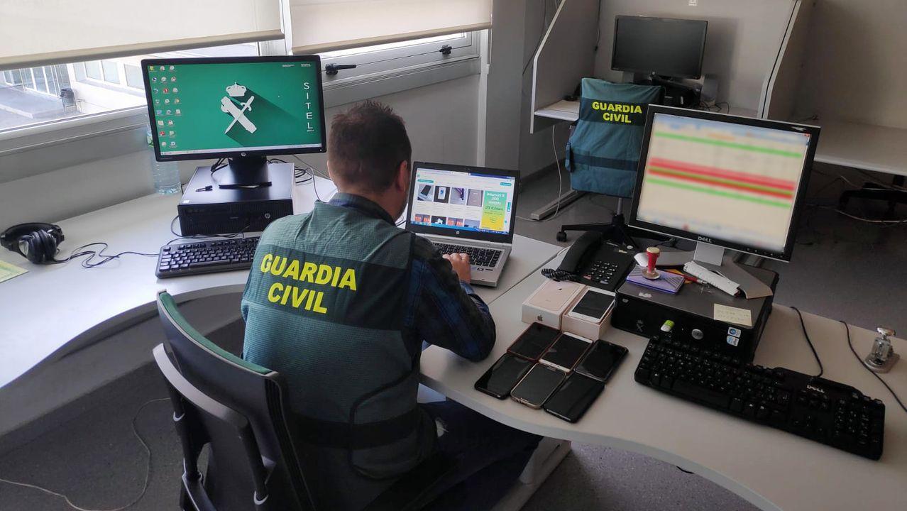 La A-6 en Lugo, llena de baches, grietas y socavones.García MC actúa en la Diputación con motivo del mes de Rosalía