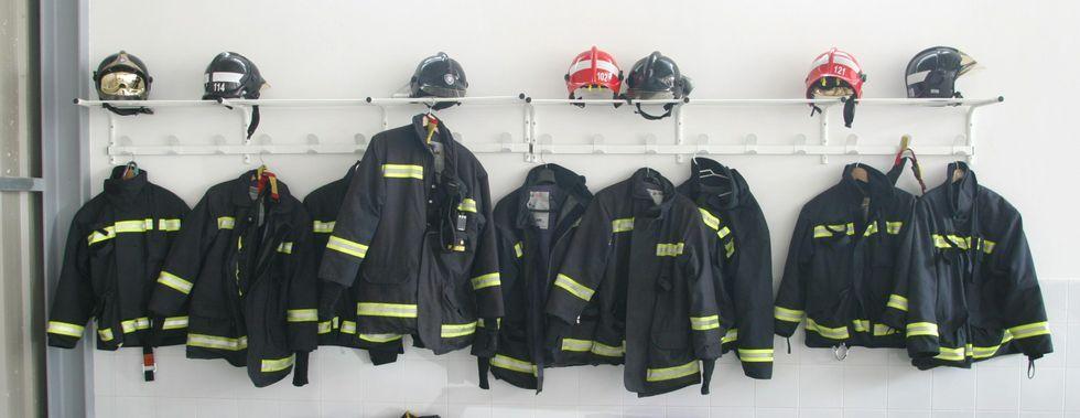 El parque de O Salnés cuenta con 36 bomberos, pero sería más eficaz si sus efectivos se pudiesen coordinar con los de otras zonas.