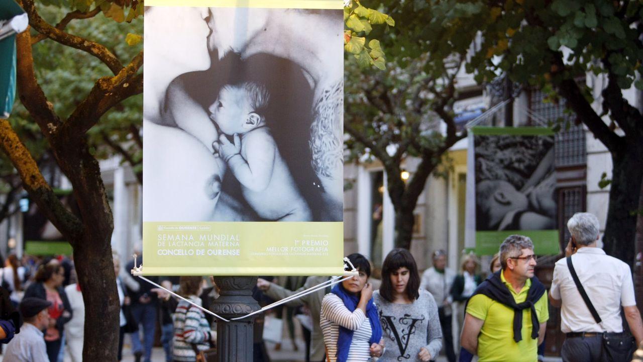 Exposición sobre lactancia materna en la rúa do Paseo de Ourense
