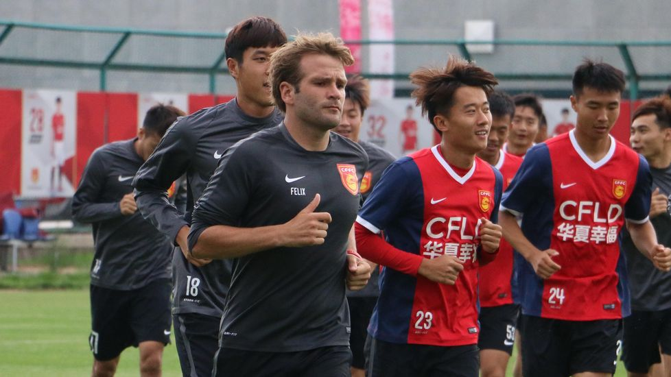 Lucas Pérez presentado con el West Ham