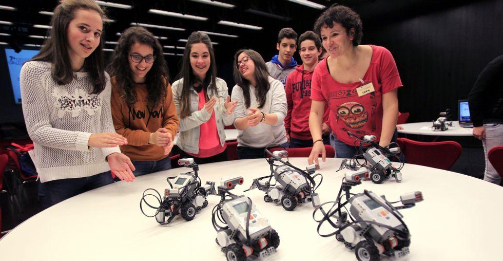Más de setecientos alumnos de toda Galicia harán sus robots en la Barrié estos días.