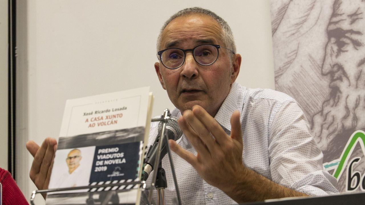 Xosé Ricardo Losada, na presentación en Rianxo da súa anterior novela