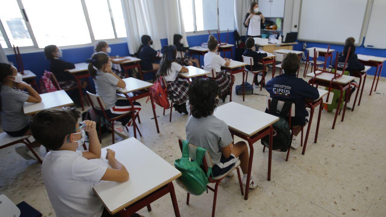 Los alumnos de primaria volvieron a las aulas con mascarilla y separación entre mesas