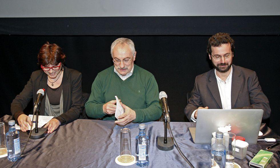 Ramón Plana (derecha) ofreció ayer una conferencia sobre compost en el Teatro Principal.