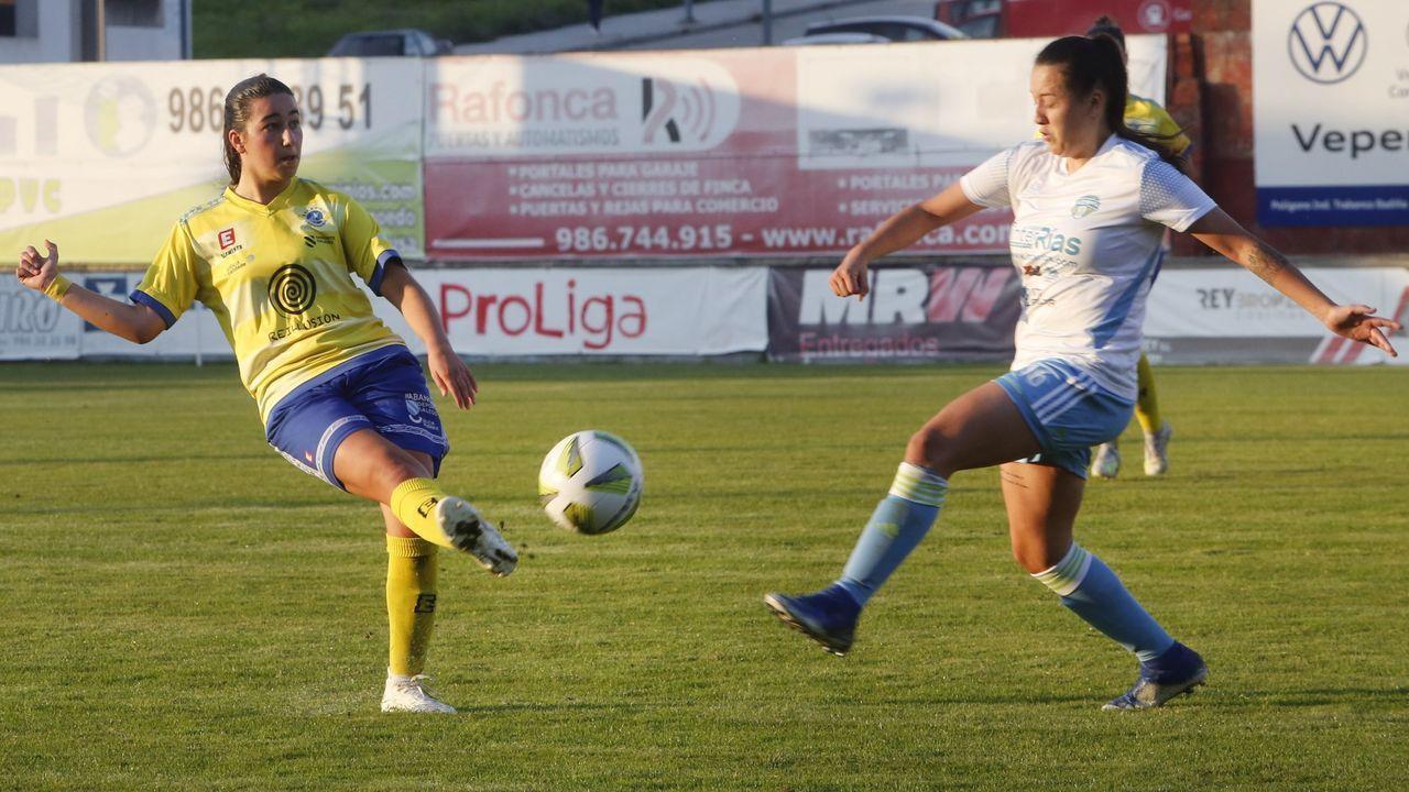 gol Real Oviedo Femenino Sporting Mareo.Las futbolistas azules celebran un gol ante el Sporting de Gijón