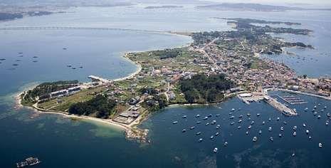 Vista aérea de A Illa de Arousa, de donde es originario Marcial Dorado y donde aún conserva múltiples propiedades.
