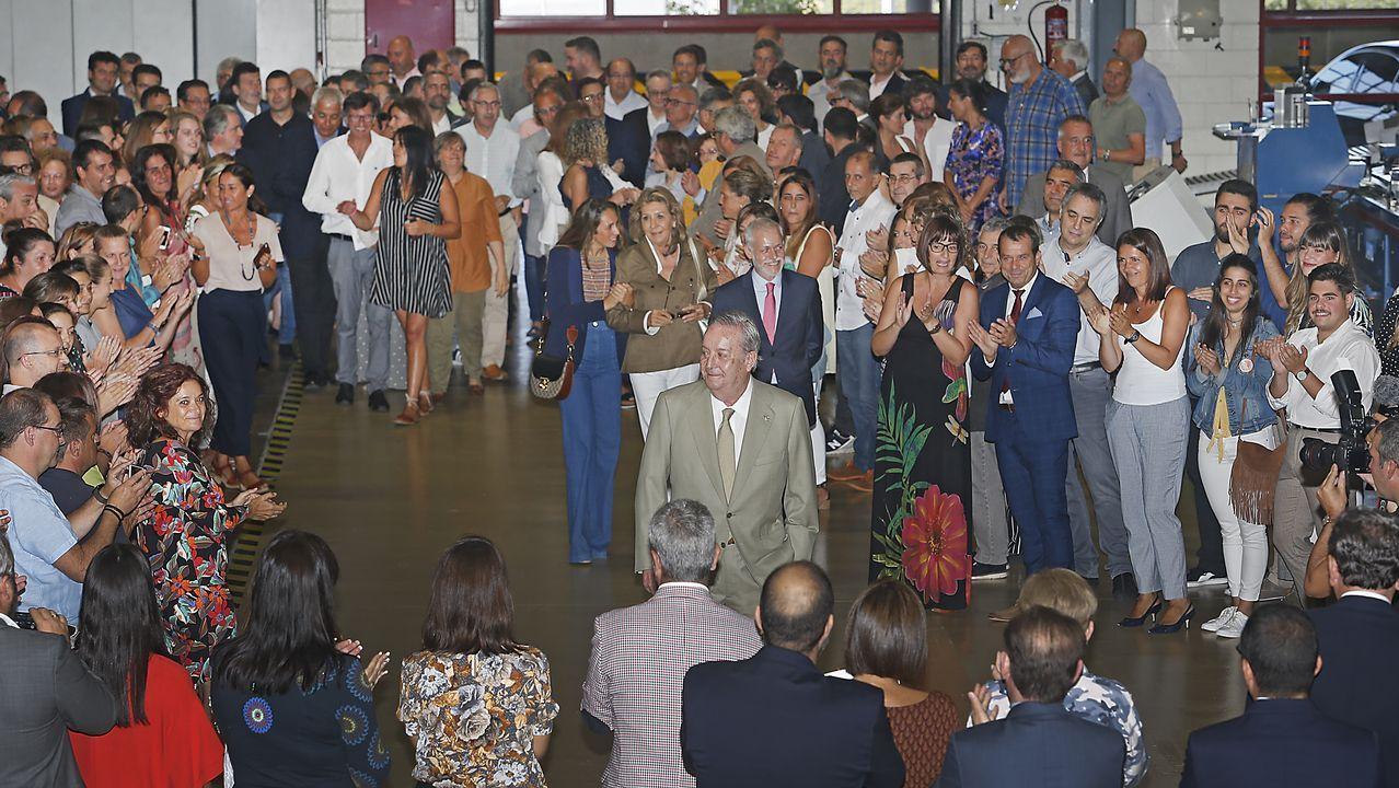 Los asistentes recibieron al presidente de La Voz con un largo aplauso