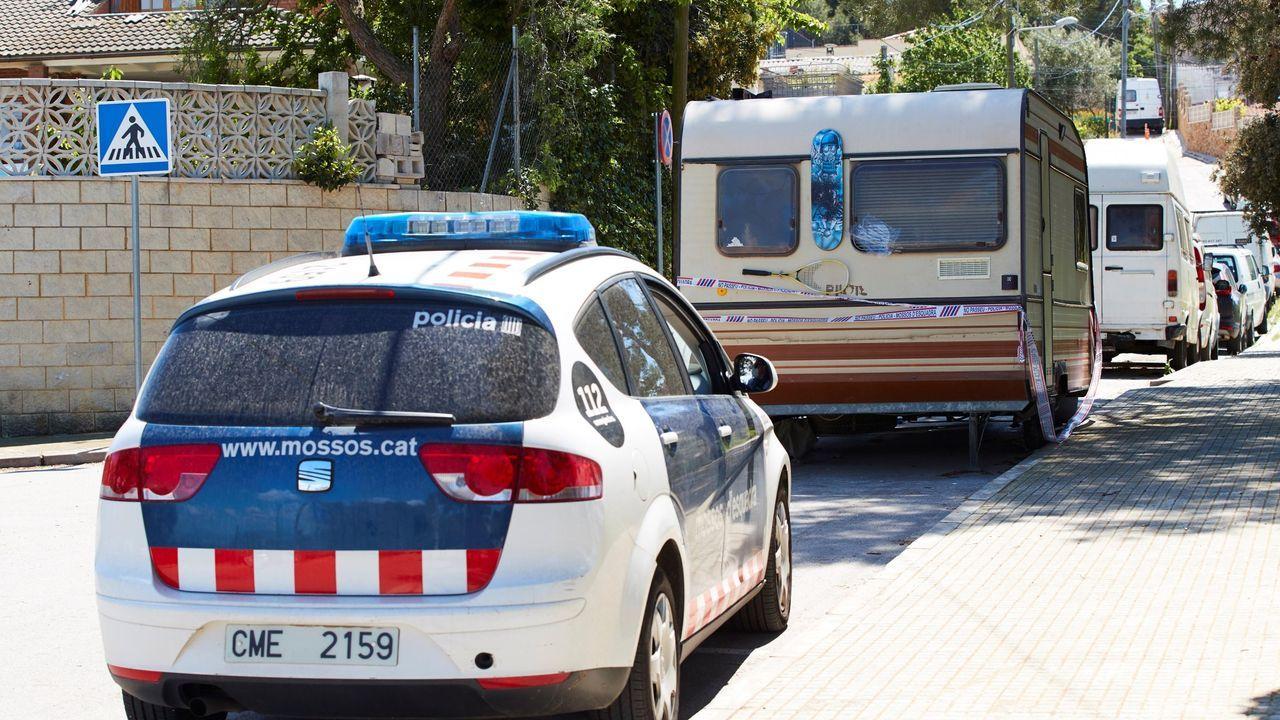 La caravana donde vivía el supuesto autor contenía varios objetos contundentes y otros indicios sobre la implicación del ocupante en los asesinatos.