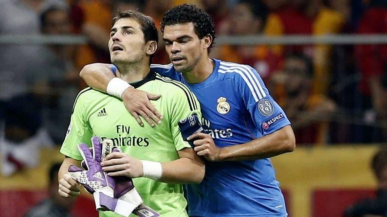 Casillas, felicitado en el entrenamiento.Unai Casillas, hermano de Iker Casillas, a su salida de la clínica Ruber.