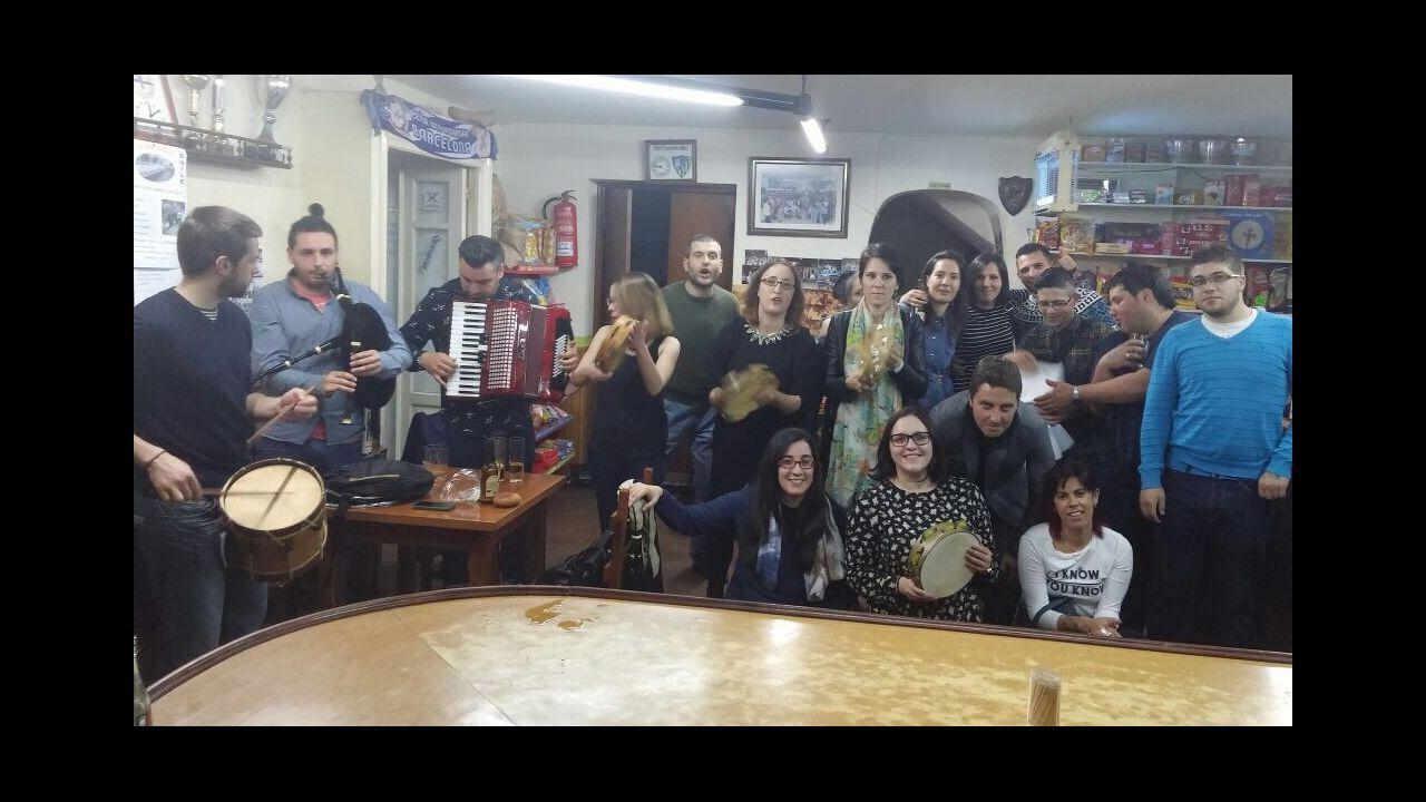 Monjas de Viveiro muestran a jóvenes «una vida feliz» sin wasap ni Facebook