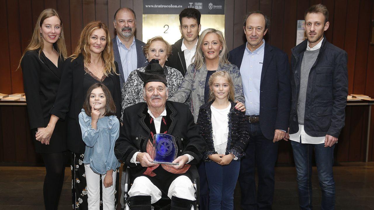 Imagen de archivo del homenaje en el 2017 a Pepe Temprano, en el medio, en el teatro Colón