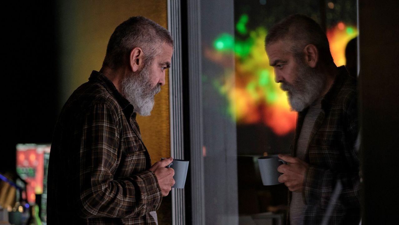 George Clooney en una escena de la película Cielo de medianoche