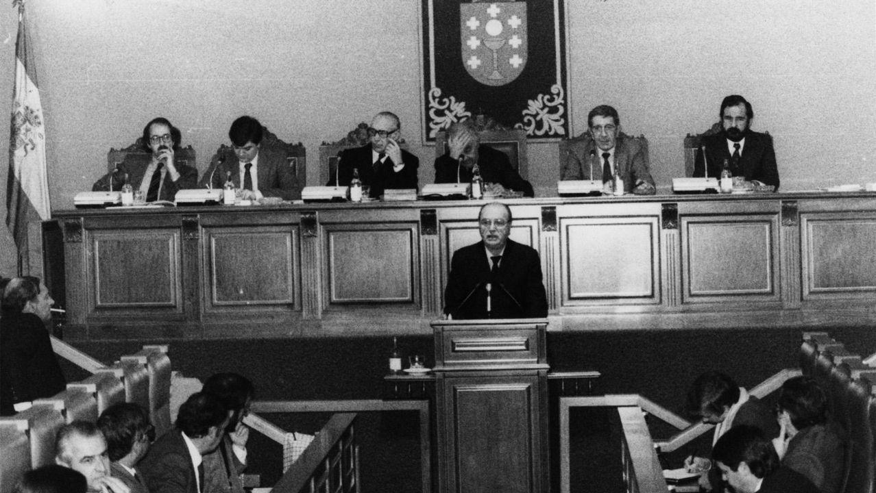 Fernandez Albor interviene en un pleno del Parlamento en 1983