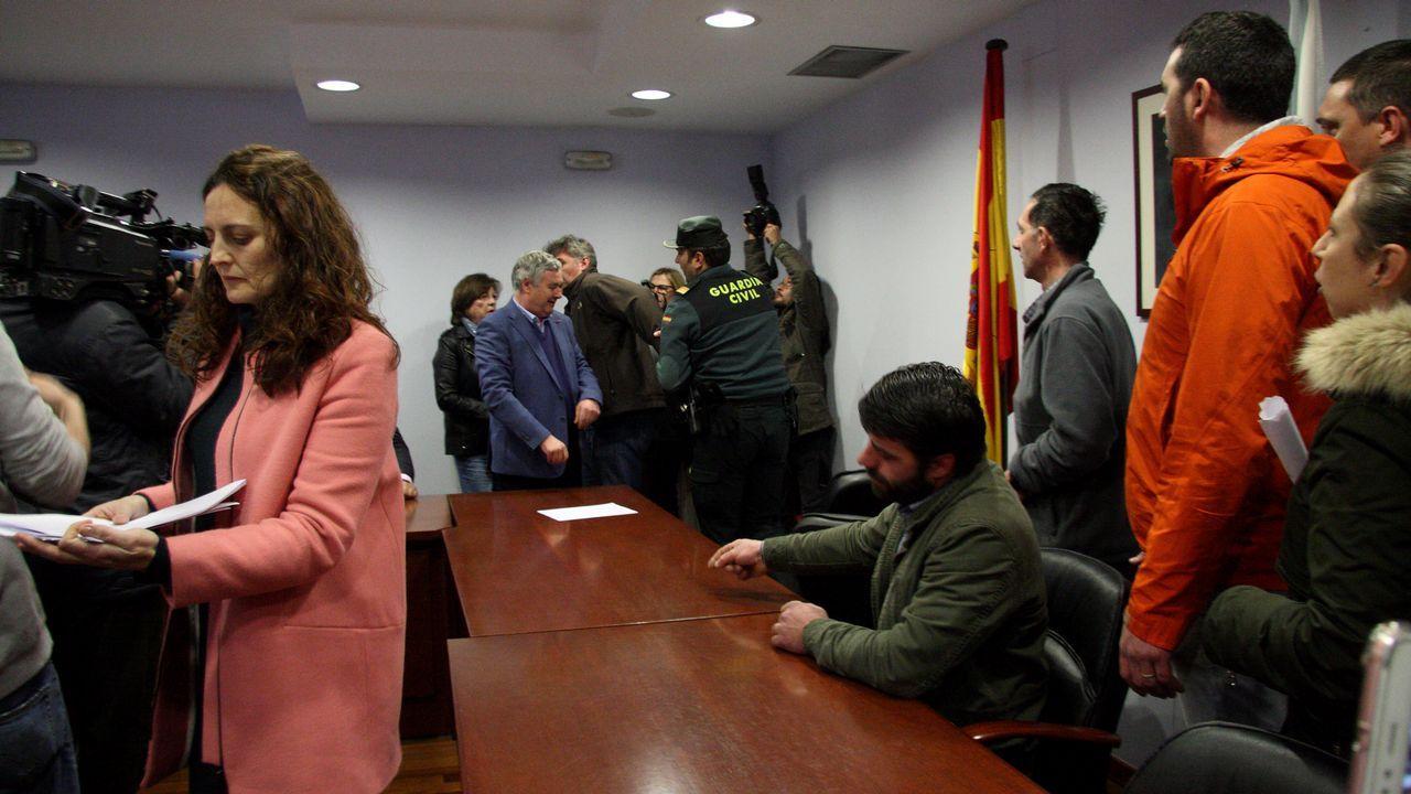 Dos detenidos en Sobrado dos Monxes por cultivar cerca de 800 plantas de marihuana.Accidente en Sobrado