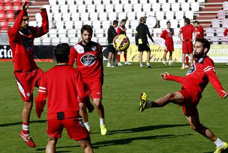 El Lugo-Sabadell, en fotos.Jonathan Valle controla el balón en un lance del duelo del domingo contra el Sabadell.