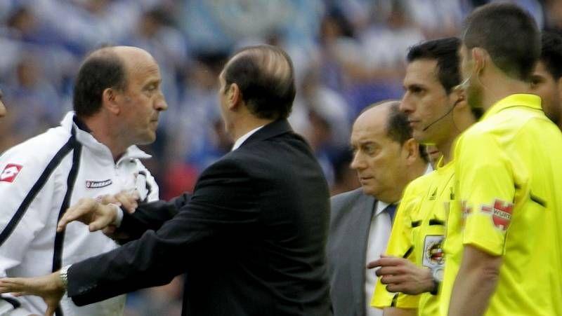 Joaquín Dosil abandonando las instalaciones de A Madroa tras su primera jornada.