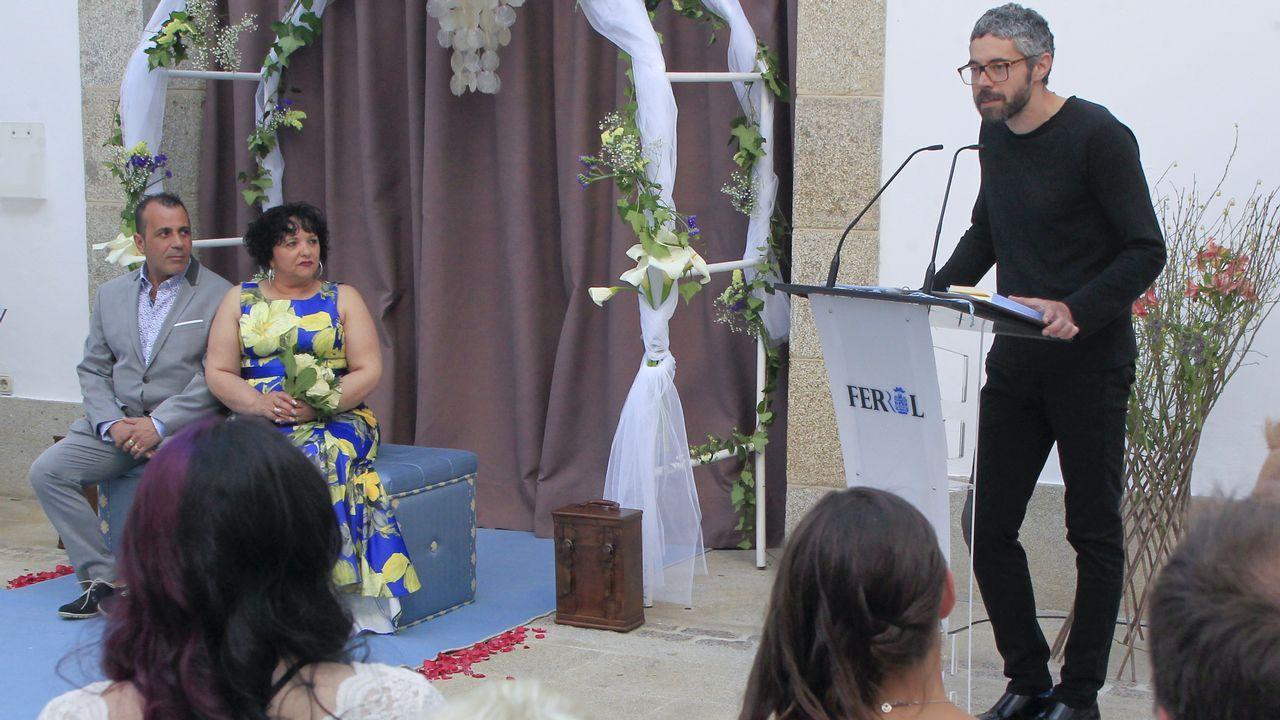 Iván Rivas casó a una pareja en el Torrente.