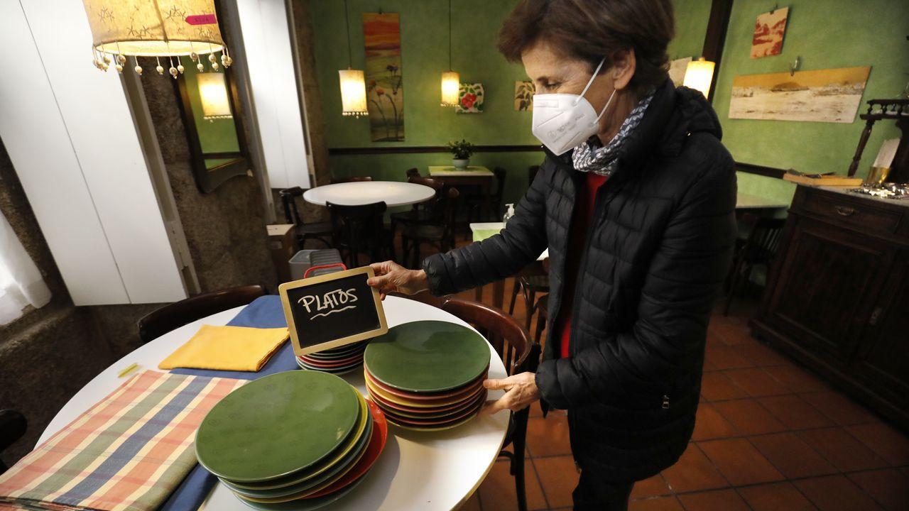 Beatriz Gómez, que regentó durante 30 años el vegetariano Gálgala, vende todo lo que contiene el local al cesar su actividad