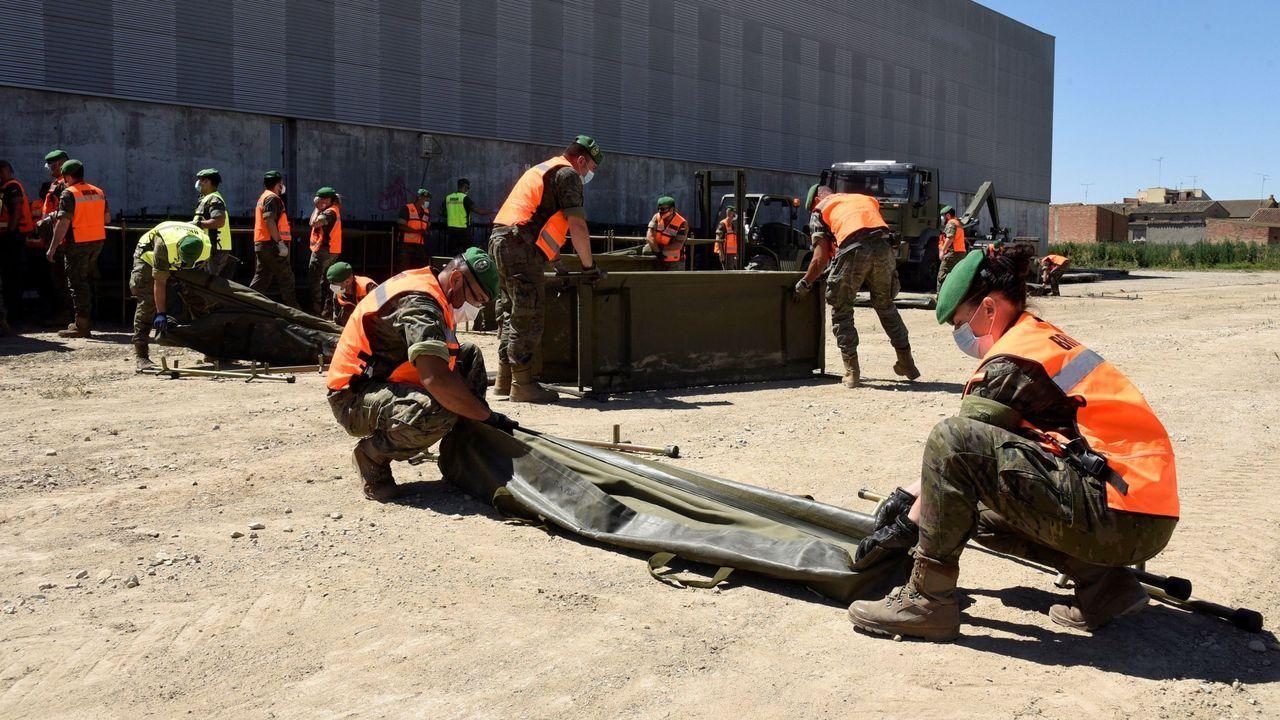 Militares realizando tareas de apoyo y control a los temporeros confinados en Huesca