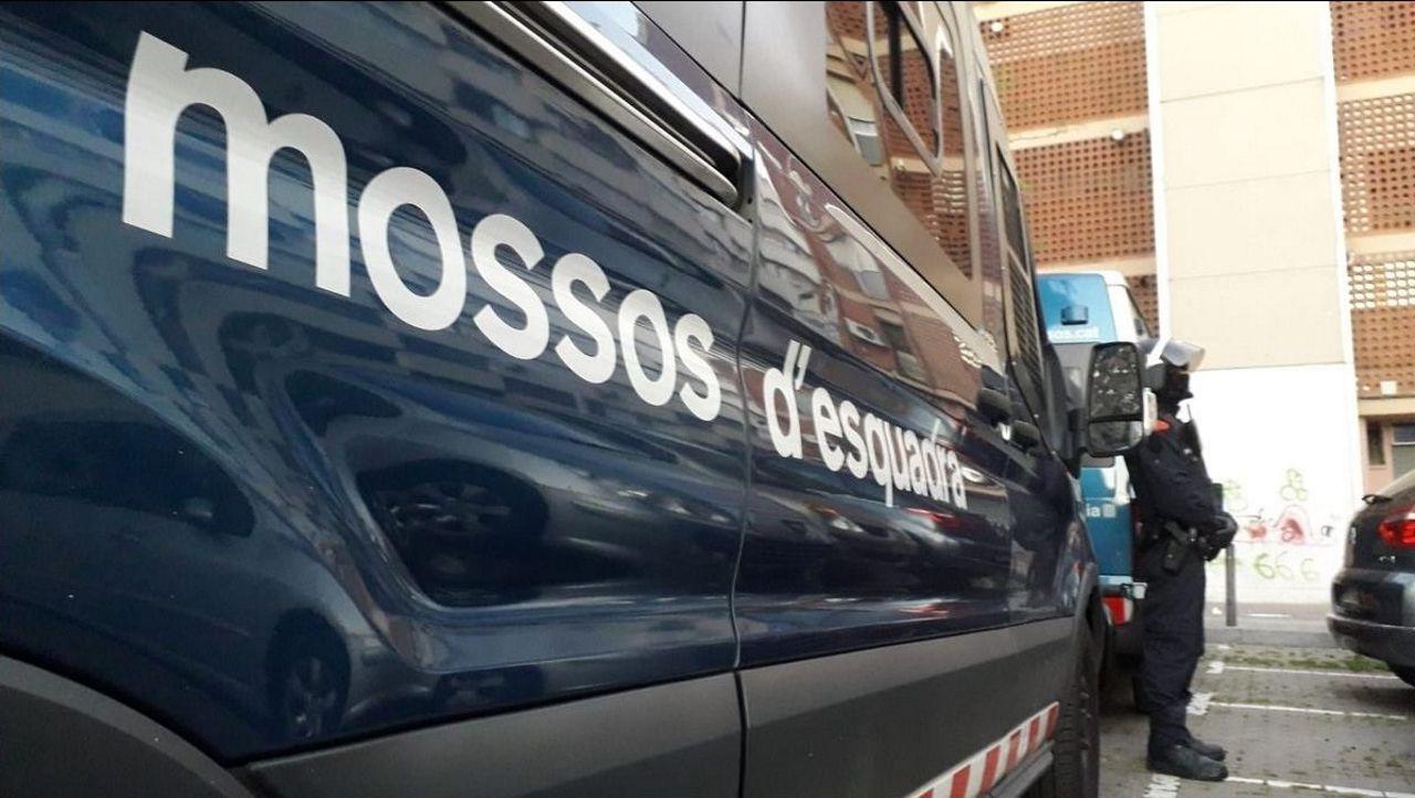 Retornados emprendedores.Vehículo policial de los Mossos d'Esquadra