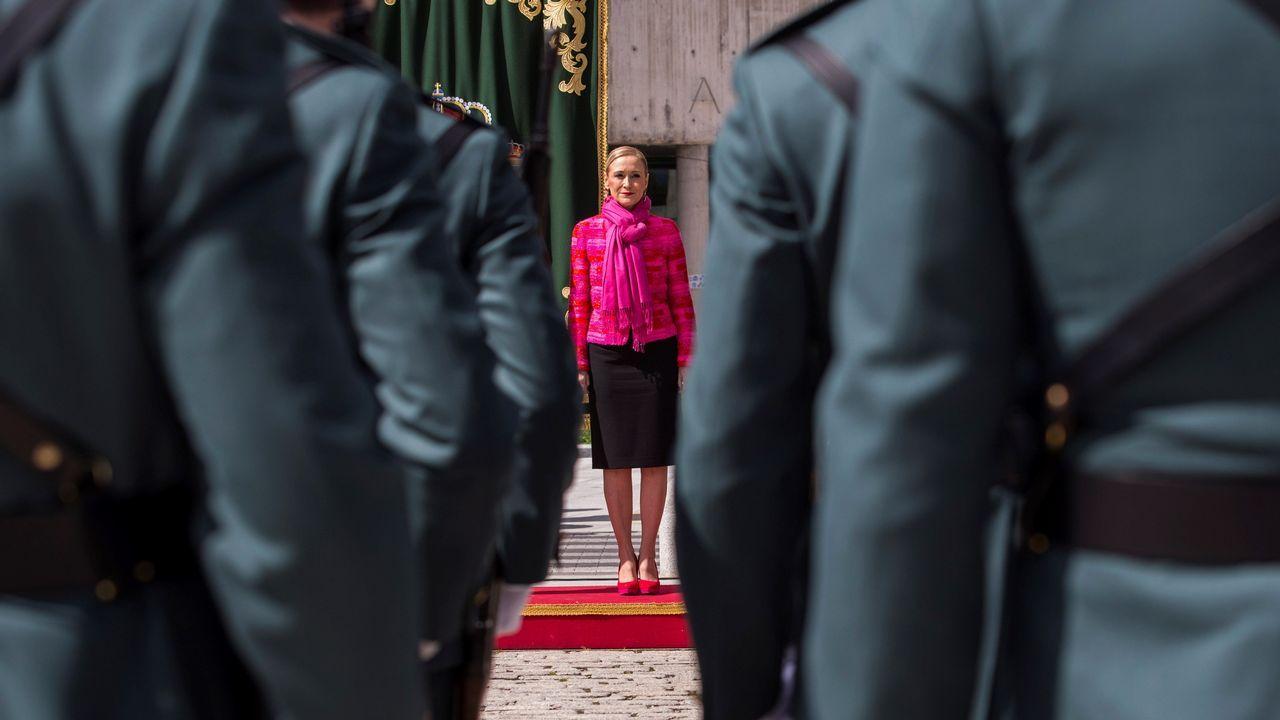 Rajoy apoya a Cifuentes y considera que no hay razones para romper el pacto de Madrid.En la tienda se pueden comprar recuerdos del Museo Naval y de Ferrol, pero también mucha ropa y decoración de inspiración marinera
