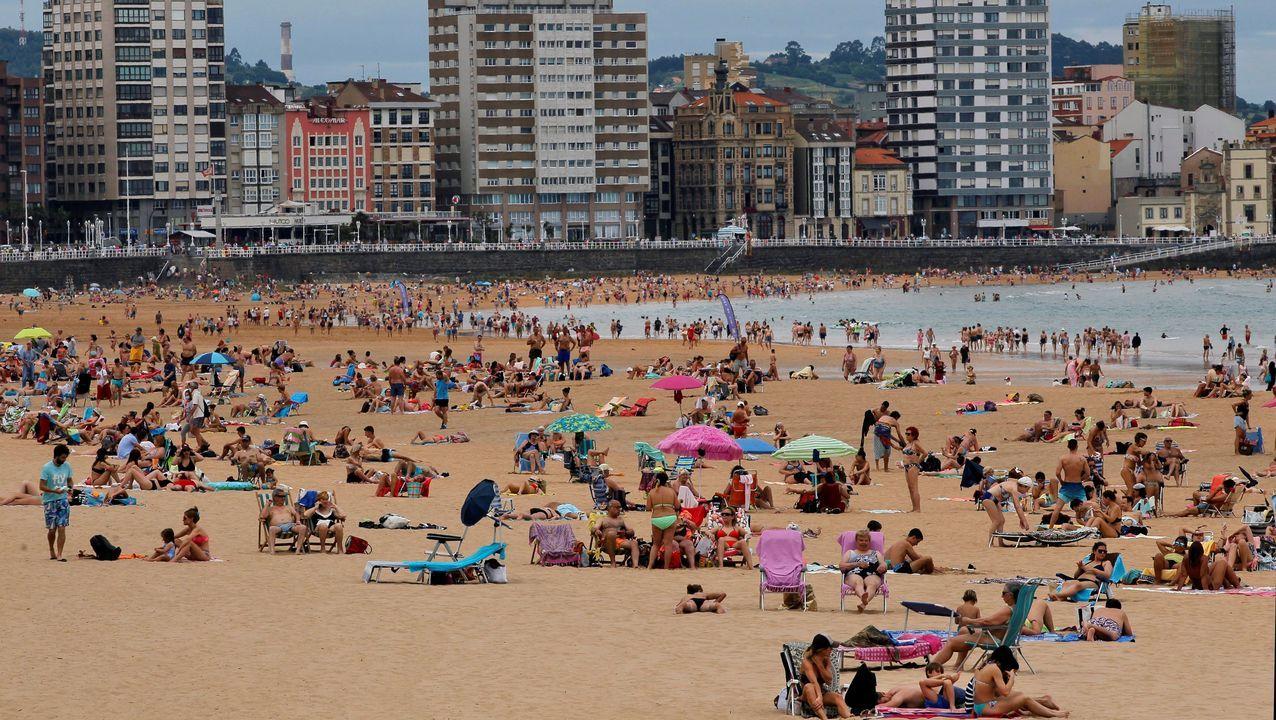 Imagen de la playa de San Lorenzo, en Gijón