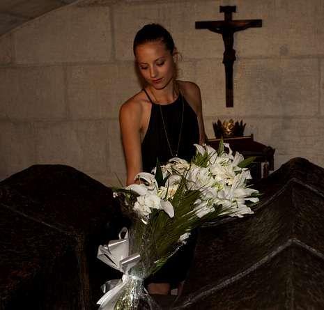 Celebración del 161 aniversario del nacimiento de Antoni Gaudí.Ofrenda de Michelle Jenner.