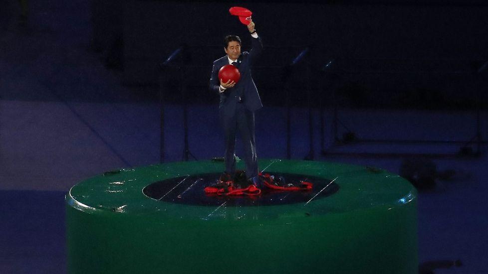 Shinzo Abe se disfraza de Super Mario para recoger el relevo en Río 2016