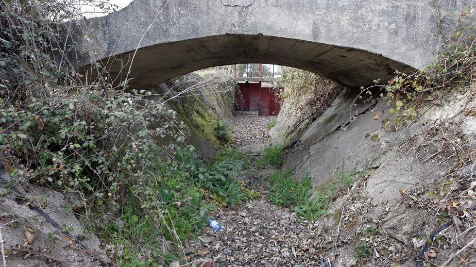 Recorrido en imágenes por el Camiño da Empardeada.Tramo del canal  a su paso por Reigada, en una imagen de archivo