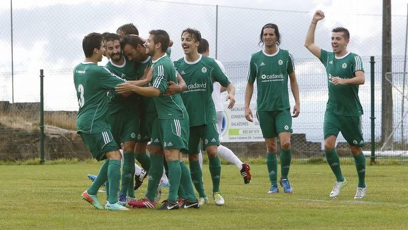 Calo anotó los dos primeros goles del triunfo del Céltiga -en la imagen, el segundo-.