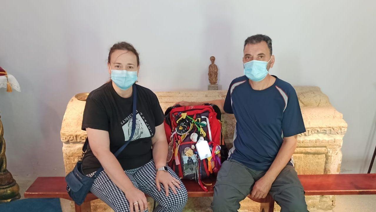 Ana Isabel González y Gonzalo Pereiro, albergueros de Casa Domingo en Palas de Rei