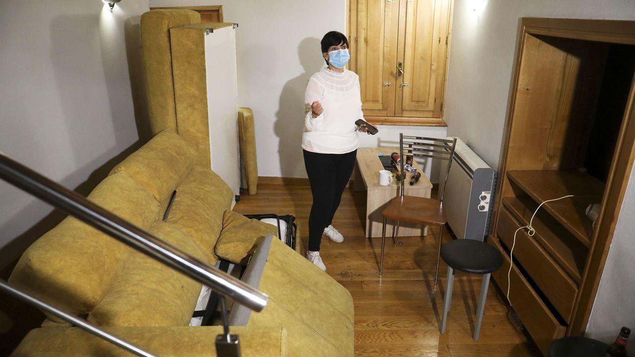 En la primera planta, además de suciedad por todas partes, el sofá cama está roto y se han llevado la televisión