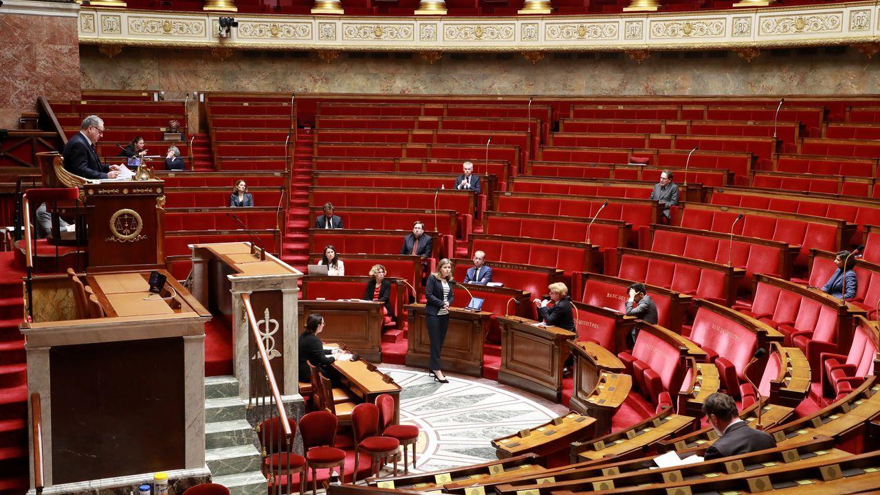 Debate en la Asamblea Nacional de Paris para tratar la ley de emergencia por el coronavirus