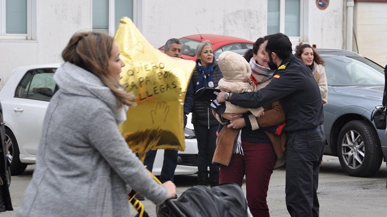 El Cantabria vuelve a casa.Maletas en el aeropuerto