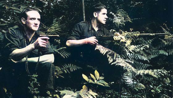A la derecha, Manolo Díez, «Caxigal», uno de los guerrilleros asturianos que atentaron contra Franco en 1949.