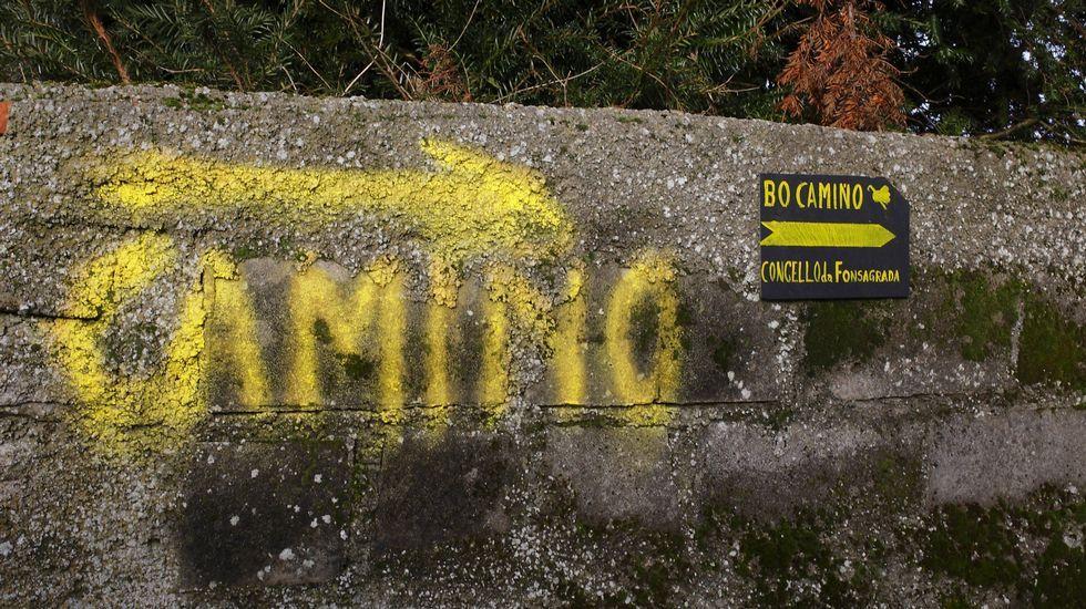 Pintadas para indicar el Camino de Santiago en A Fonsagrada.