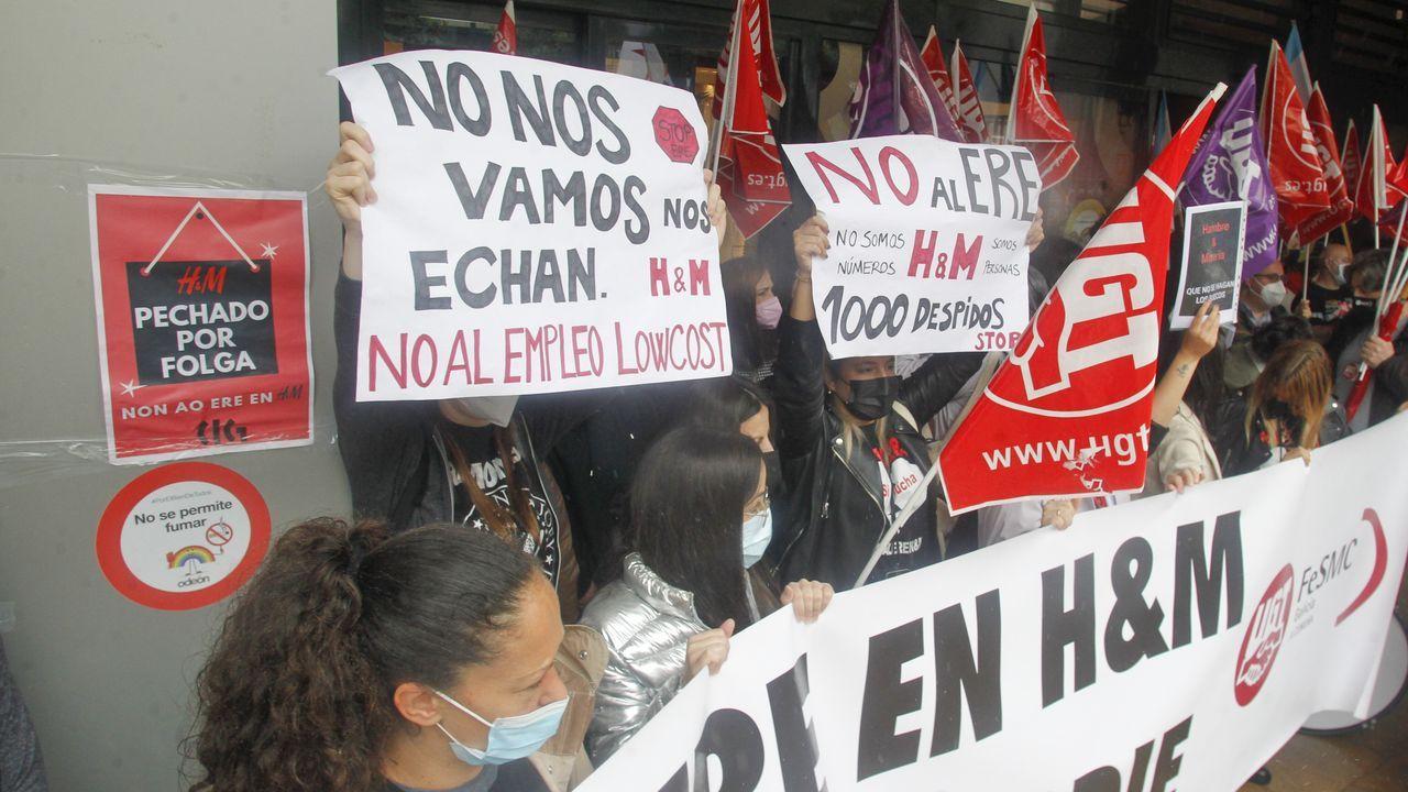 Los trabajadores de H&M se concentraron este sábado a las puertas de Odeón