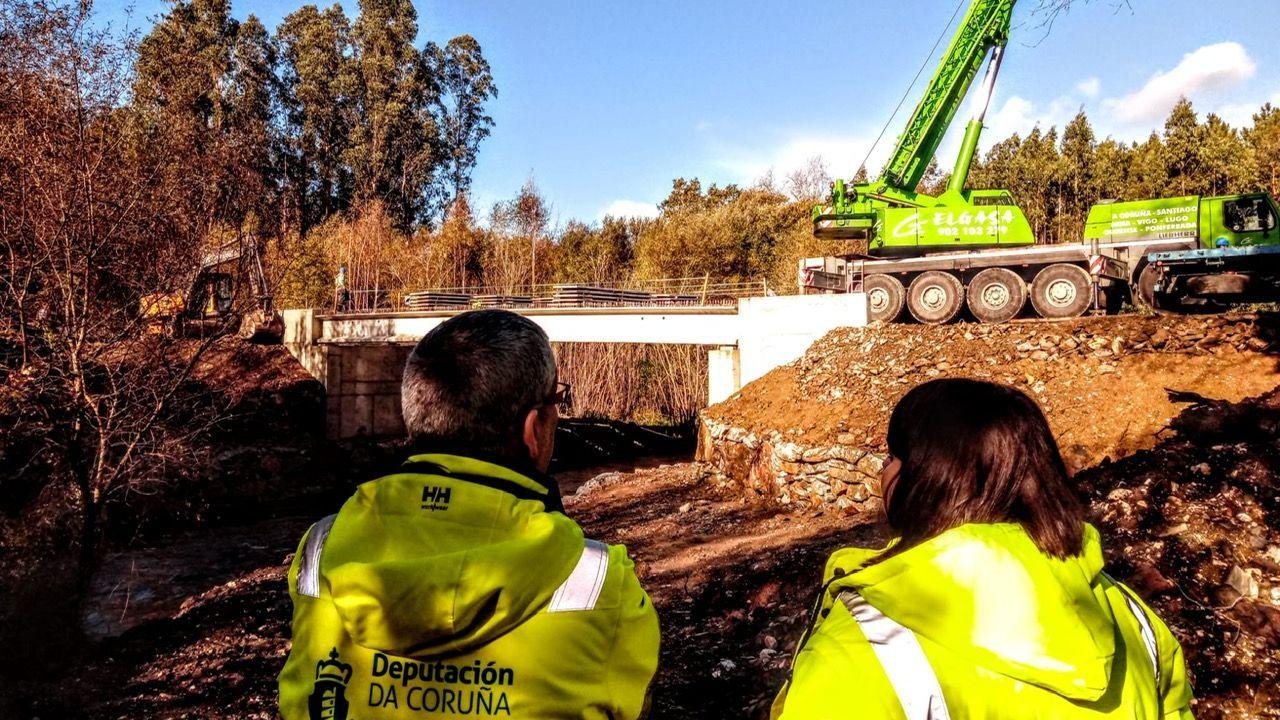 Obras de construcción del puente sobre el río Mero, DP 0106, en A Barcia (Cines) que conecta Abegondo y Oza -Cesuras