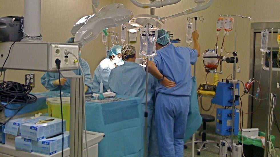 Vacunación en el centro de salud de Viveiro.Durante el confinamiento, el covid monopolizó los servicios de Urgencias de los hospitales. El resto de pacientes tenían miedo al contagio.