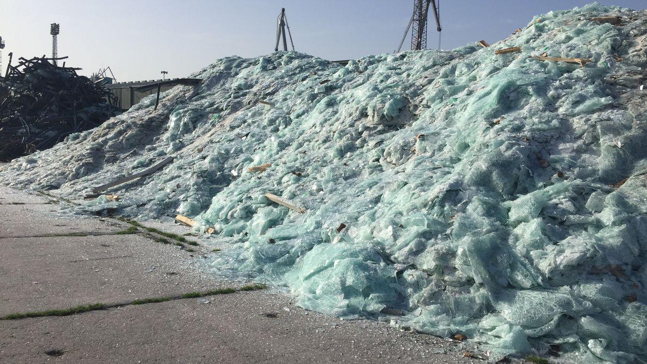 Mil toneladas de cristal hechas añicos.Imagen de archivo de unos mineros de la empresa Sibanye-Stillwater en Sudáfrica
