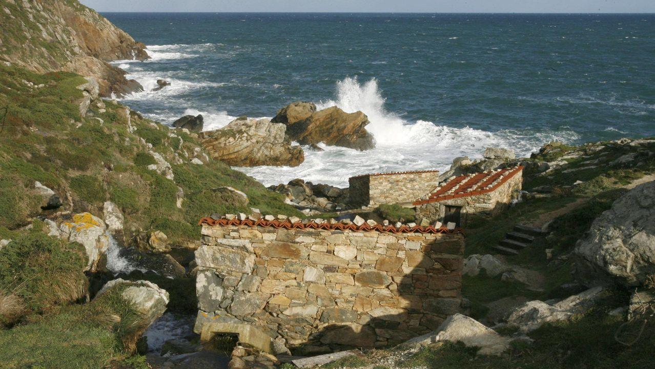 En la costa de Malpica hay una pequeña ruta con varios molinos recuperados