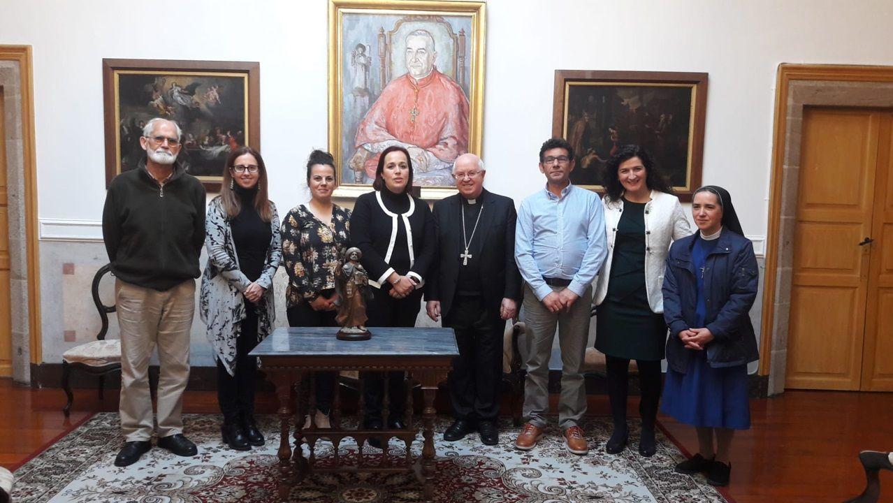 ¡Búscate en la celebración de la vigilia de la Inmaculada en Ribeira!