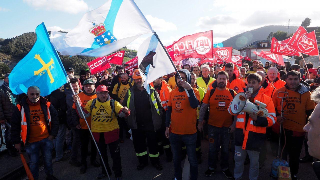 Trabajadores de Alcoa, durante la marcha que ha partido de Ribadeo (Lugo) y Castropol hacia Vegadeo