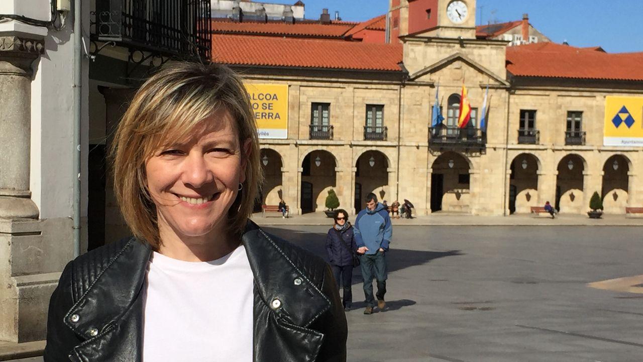 La alcaldesa de Avilés, Mariví Monteserín.Esther Llamazares, candidata del PP a la Alcaldía de Avilés