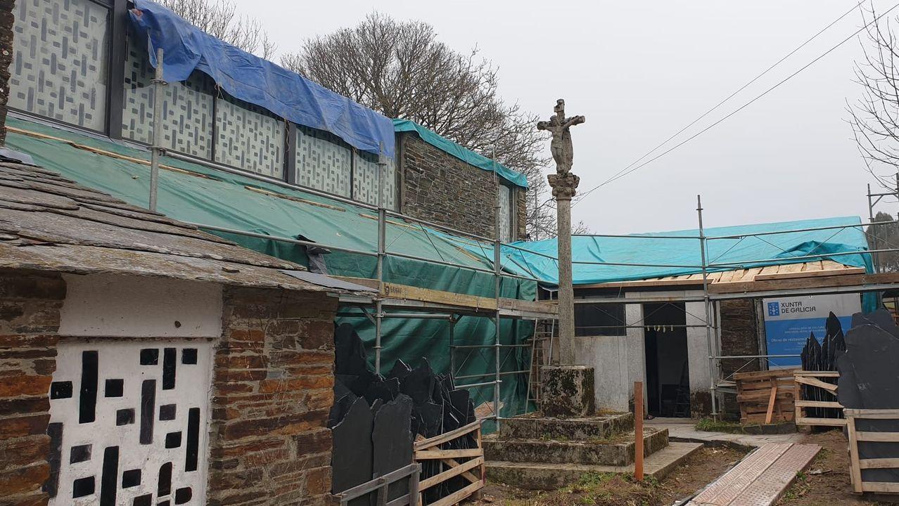 Las obras de restauración que se están realizando en la iglesia afectan al exterior y al exterior del edificio